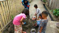 Kerja bakti persiapan perbaikan tempat kegiatan belajar di Temba Saleko